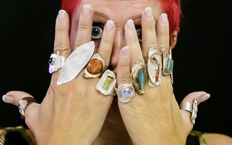 la-signora-degli-anelli-vendita-domicilio.jpg